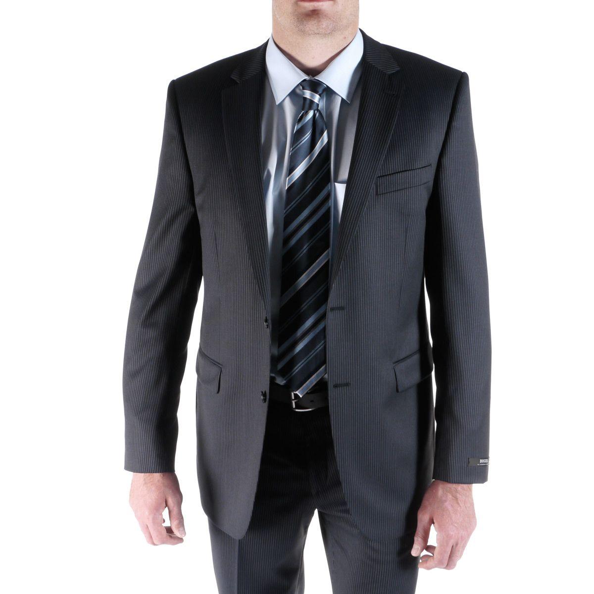 Plus connu sous le terme de costard, de complet-veston, de veston-cravate ou de complet, le costume est un ensemble pour homme. À la base, le costume trois-pièces est composé de veston ou veste, de gilet et de pantalon.