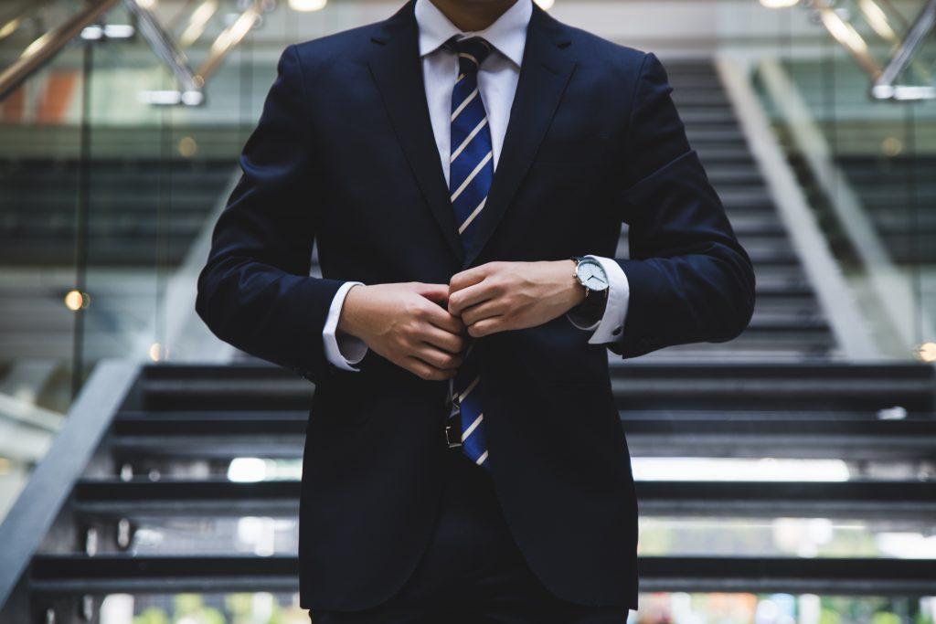 tenue travail avec chemise