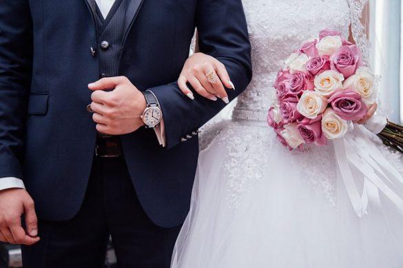 Quelles couleurs de costumes faut-il porter pour un mariage ? - Size Factory